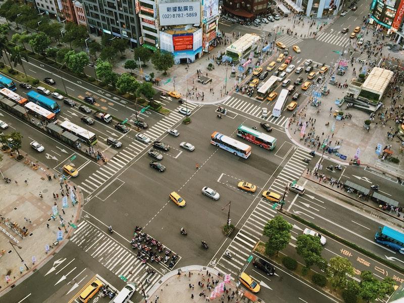el tráfico en las ciudades se ha reducido drásticamente consecuencia del Coronavirus